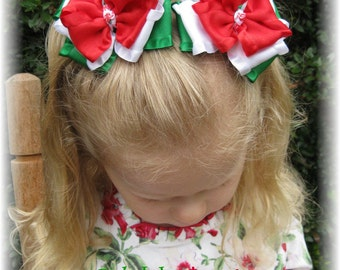 Christmas pig tail bows, red pig tail bows, green pig tail bows, Hair bows for girls, little girl hair bows, hair clippies, infant bows