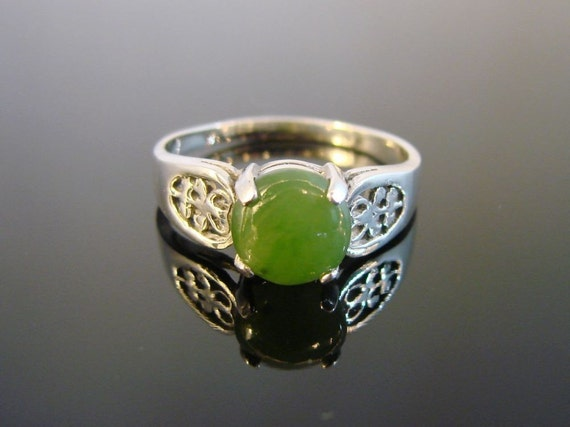 Green Earth - Sterling Silver Filigree Ring with Genuine Jade Cabochon