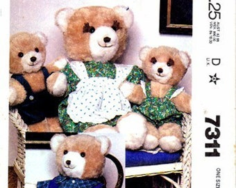 UNCUT Vintage 1980 McCall's  7311 Bear Family and Wardrobe Uncut Complete Original factory folds
