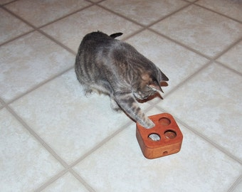 Wobble Cat Treat Dispensing Toy