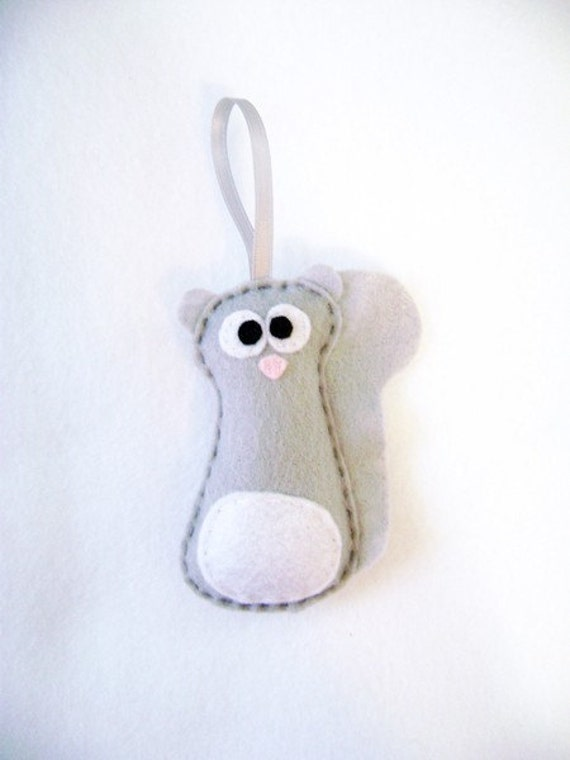 Squirrel Ornament, Christmas Ornament, Felt Animal - Sammy the Gray Squirrel, Made to Order