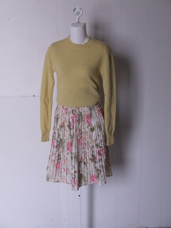 Cream and Pink Floral 1960s Pleated Skirt  Medium