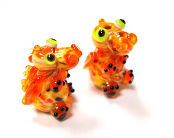 SMAUGGS handmade little baby dragon (1p, 22mm x 15mm x 15mm), glass, orange, yellow, black, hole 2mm