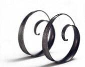 Textured anticlastic spiral hoop earrings - Large metallic black