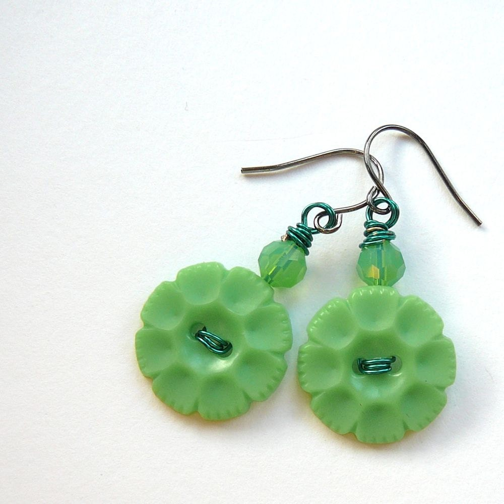 Bright Green Flower Vintage Button Jewelry Pop Of Color