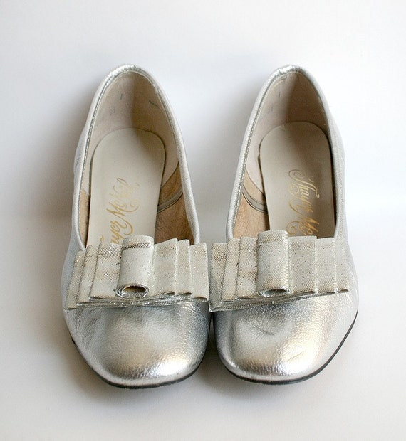 Vintage Silver Heels Thayer McNeil Heels with 2 Pairs of Shoe Clips - Size US 5.5 Party Fashion Galaxy Space