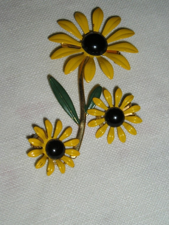 Brooch and Earring Set       SUNNY , SUNNY DAYS,                 60s