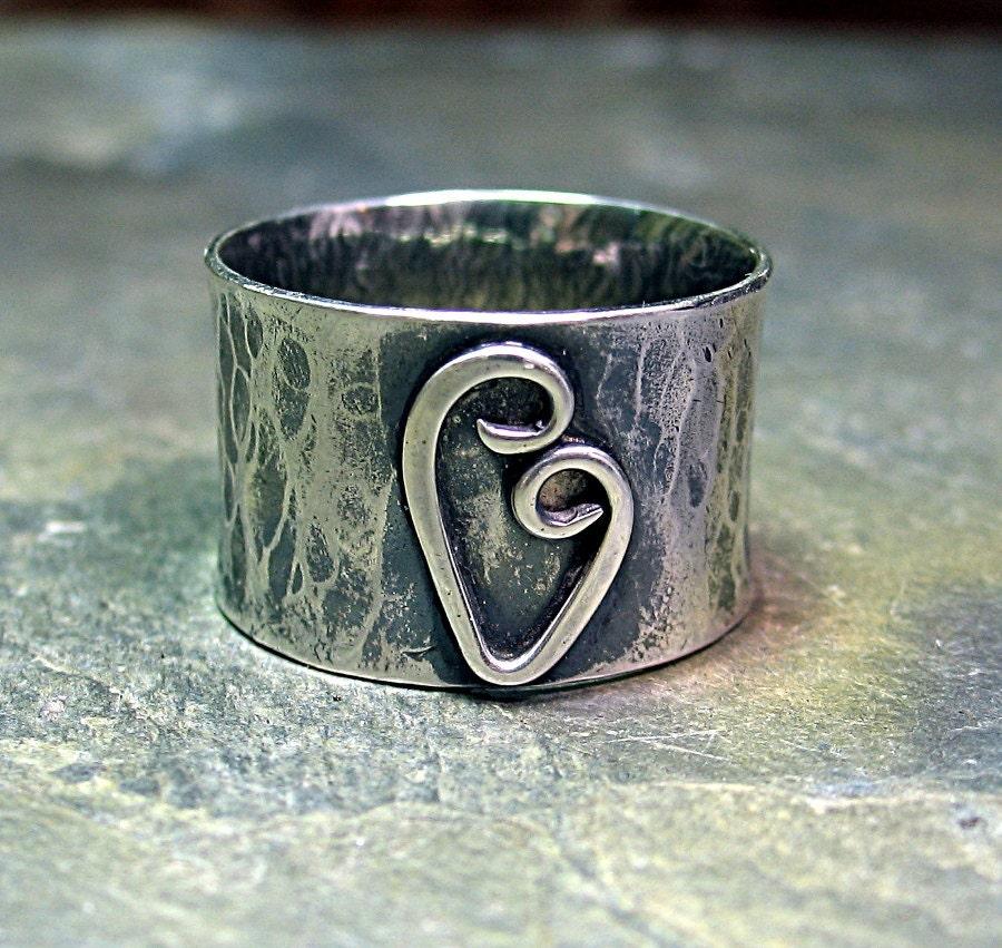 heart ring wide band rustic sterling silver hammered. Black Bedroom Furniture Sets. Home Design Ideas