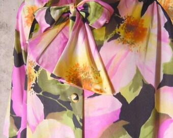Vanity Fair Nylon Peignoir Nightgown Robe Floral Slinky Shiny Antron Size Medium 34 Small M S Vintage