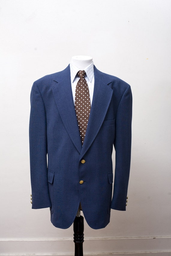 Shop the latest in slim fit tailored sport coats, with our new arrival of men royal blue sport coat by Au Noir, featured in a royal blue tone with slim fit tailoring.