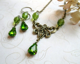 Vintage green jewel necklace set, faceted glass - Victorian style