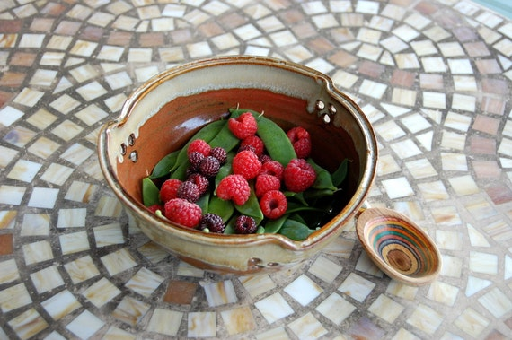 Berry Bowl Colander in Rustic Red