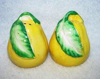 Vintage 1950's Pears Occupied Japan Pears  Salt & Pepper Shakers, Fruit, retro 50's antique Kitchenware 86d