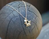 Mini Lotus White Pearl Necklace