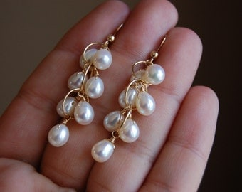 White Pearl Cluster Earrings,White Pearl gold Earrings,June birthstone earrings,wedding jewelry,gift for her,gift under 50,white earrings
