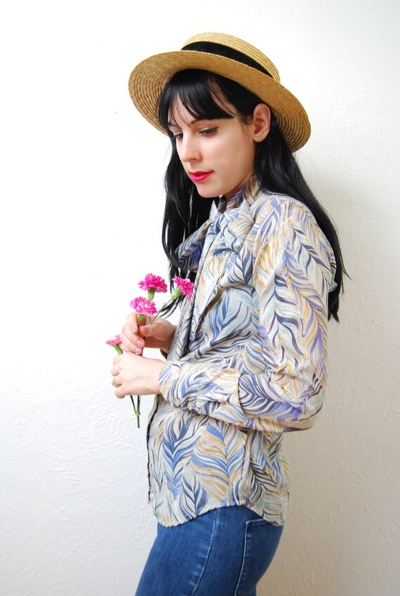 vintage 1970s / psychedelic feather print / bow / blouse / S