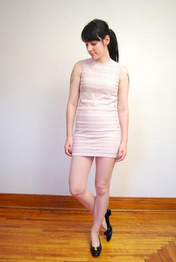 vintage 1960s / mini / mod / pastel / pink and silver / knit / dress / XS-S