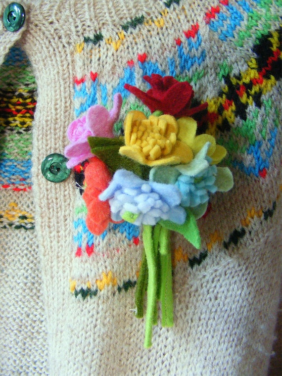 Corsage Pattern : Vintage inspired Felt Flowers Corsage Brooch Pattern