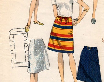 Vintage Vogue 7008 Easy to Make A Line Skirt Waist 25 Sewing Pattern Uncut
