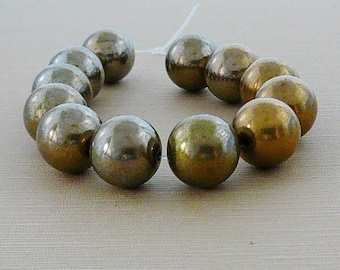 Vintage .. Beads 6 pcs 14mm Antiqued Brass Round Bead, jewelry supplies