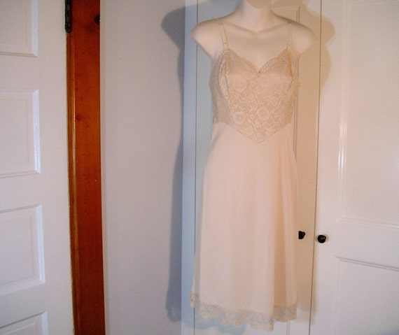 Sexy Nude Vintage Slip, Vanity Fair 1950s Dress Slip with Full Lace Bodice 34 Bust