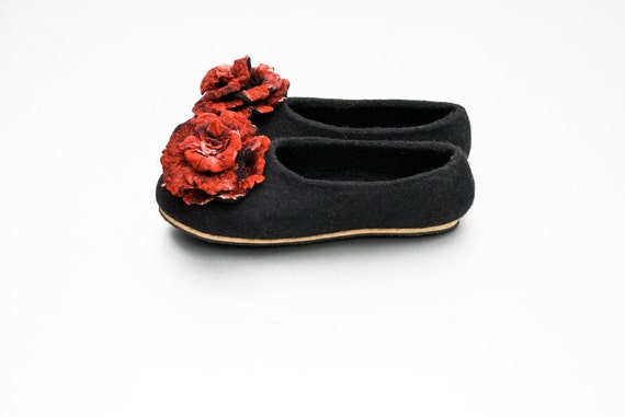 Felt wool slippers Women home shoes Black Red slippers whit flower Valentines gift for her