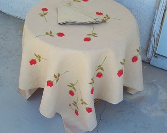 Vintage Mid Century Linen Tablecloth plus Napkins VERA red rosebuds Tan