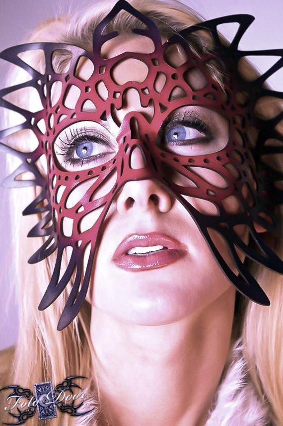 Totem Leather mask in red and black