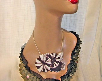 PETUNIAS Large Pendant Necklace Free Shipping to USA  - Victorian Collection Gifts for her