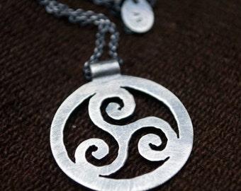 triskele: Ireland Celtic knot (unisex)- necklace