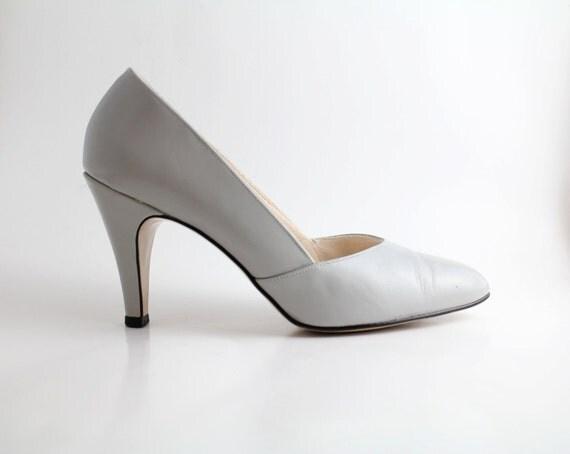 sz 7 vintage PALE GRAY Leather Court Shoes  // 37.5