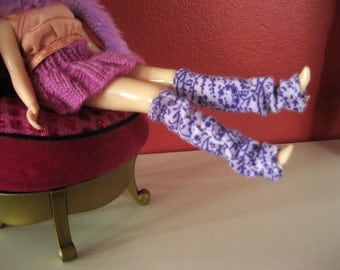 purple flowered legwarmers for blythe and pullip
