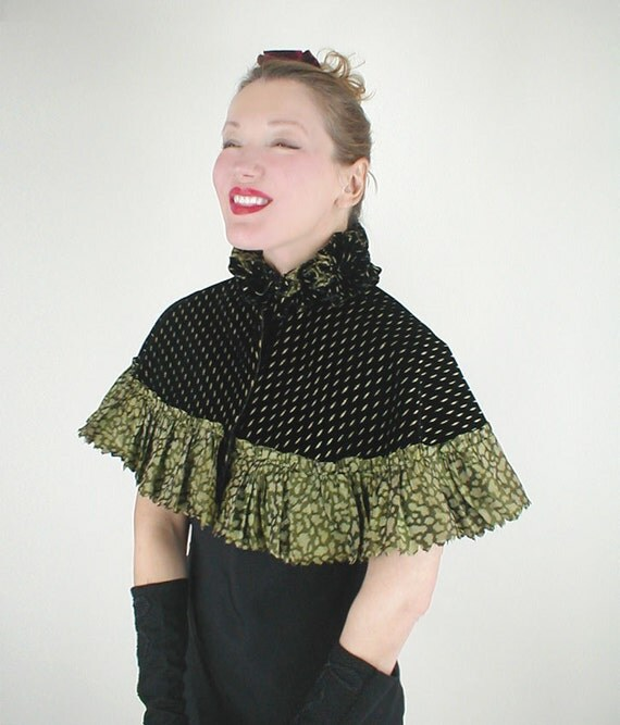 1890s Victorian Black Silk Velvet Capelet with Citrine Green Chiné Silk Ruffle