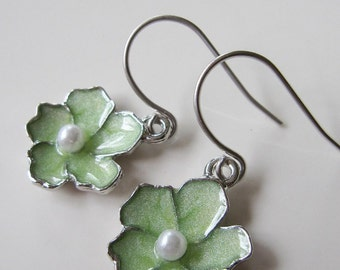 Flower Earrings, Silver Edged Flower, Green Earrings, Dainty, Bridesmaid Earrings, Mother's Day Gift, Spring Flower Jewelry, Gardendiva
