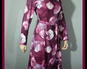 Vintage 70s Dress / Fit & Flare / Floral Print / S M