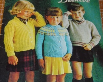 Pre-School Fashions for sizes 1 to 6 Pattern Book by Beehive Patons No.110 Sweater and Cardigans for Children