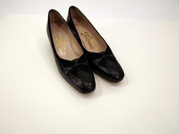 REDUCED to CLEAR Vintage 80's Black Leather Pumps, Salvatore Ferragamo, Suede, Size 7 NARROW, Saks