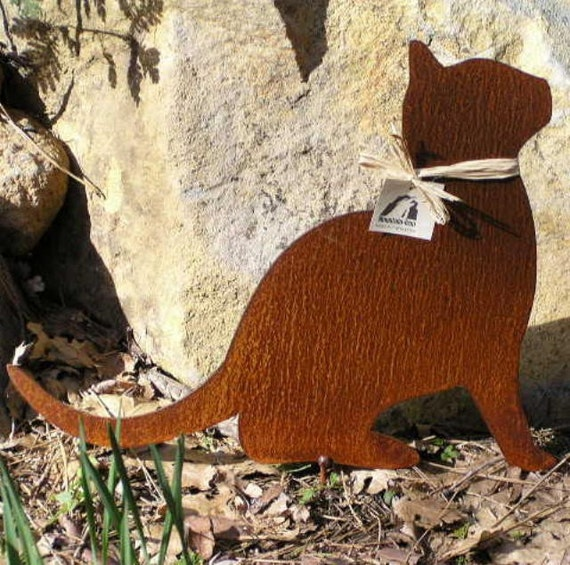 Rusty finish kitty cat metal garden art yard stake for Cat yard art
