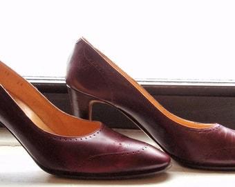 Vintage Designer Shoes, Burgundy Pumps, Julianelli Designer Shoes, Size 10, Stunning