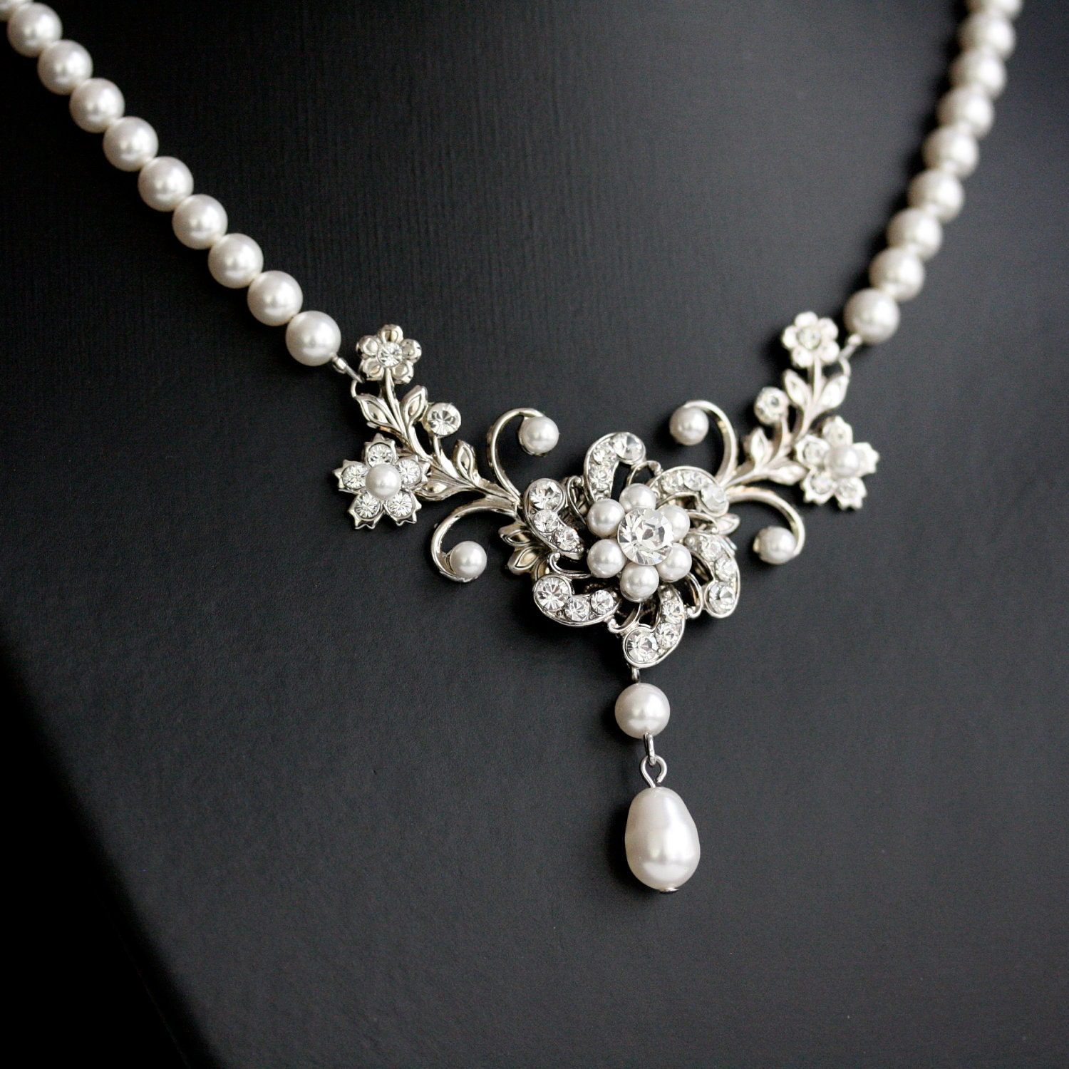 Wedding Necklace White Pearl necklace Vintage rhinestone