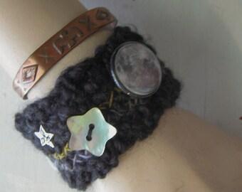 CROCHET CUFF BRACELET Black