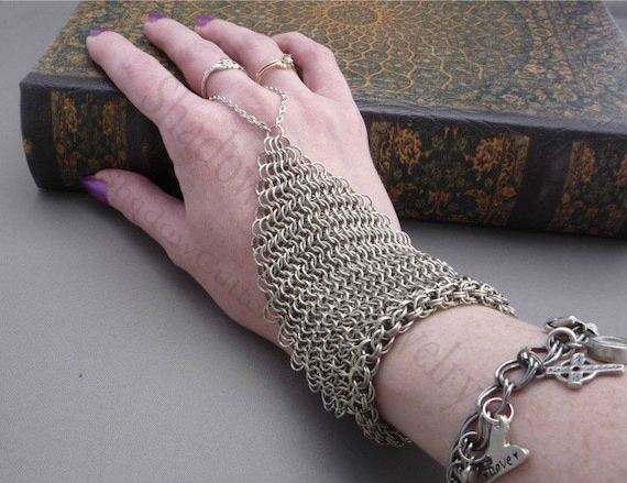 Chainmaille Handflower / Slave Bracelet Silver tone ring bracelet chain mail E 6 in 1 hand jewelry panja hipster goth Renaissance
