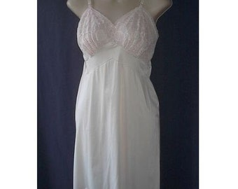 Lacey Bodice Vintage 50s 60s Vanity Fair Palest Pink Full Slip 34