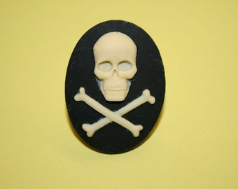 Large Skull and Crossbones Cameo Ring
