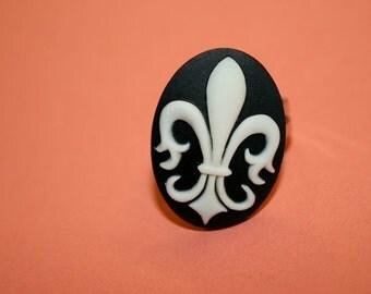 Medium Black Fleur De Lis Cameo Ring