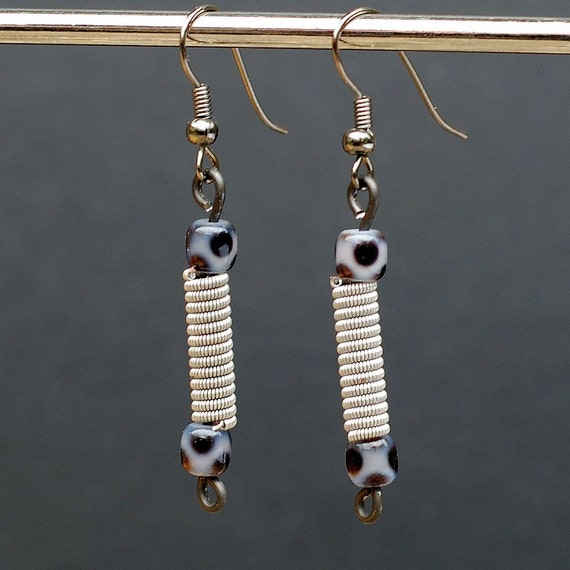 guitar string earrings gray and black upcycled guitar string. Black Bedroom Furniture Sets. Home Design Ideas
