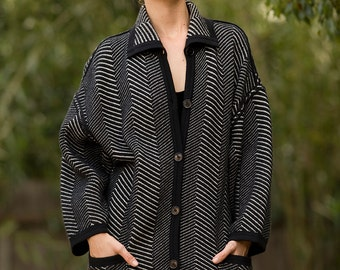 Designer UNGARO Solo Donna Paris Black and White Oversized Sweater Coat