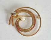 Vintage brooch or pin prong set pearl and gold tone metal braided chain swirl spiral