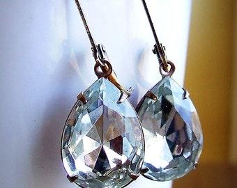 Simply Stunning- Vintage Swarovski Crystal Earring, pear shaped jewels, bridal earrings, clear crystals, teardrop earrings, elegant earrings