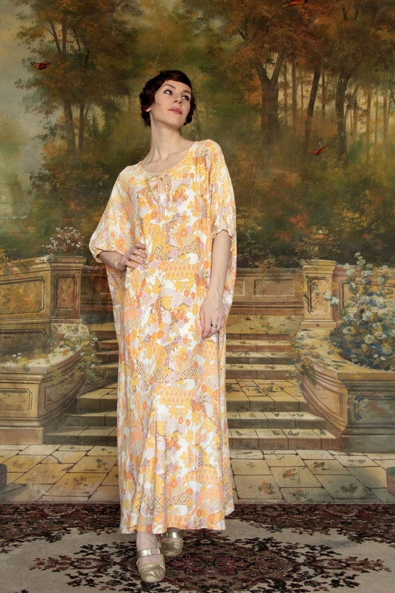 1970s Japanese Print Maxi Dress . Housedress . Pastel . Slouch . Baggy